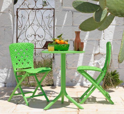 zac-spring-sedia-pieghevole-in-verde-abbinata-al-tavolino-spritz